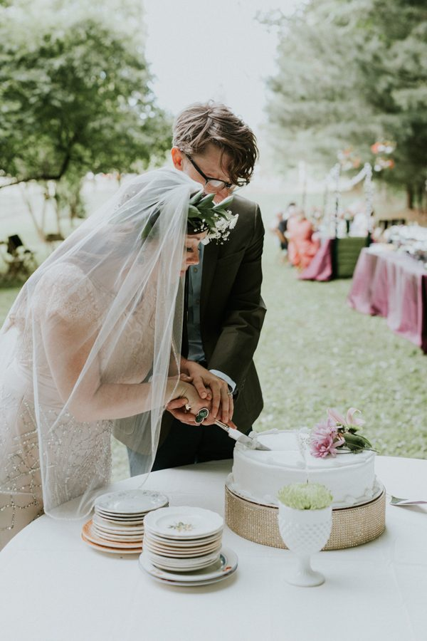 a-folksy-ohio-wedding-at-grandma-and-grandpas-house-28