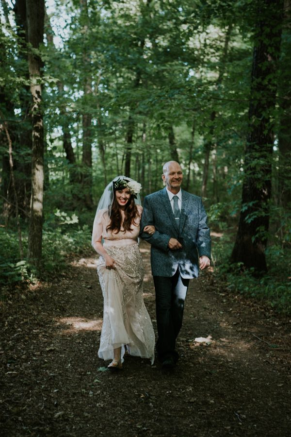 a-folksy-ohio-wedding-at-grandma-and-grandpas-house-9