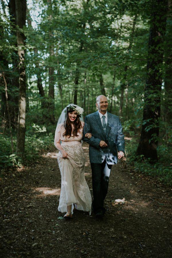 a-folksy-ohio-wedding-at-grandma-and-grandpas-house-9