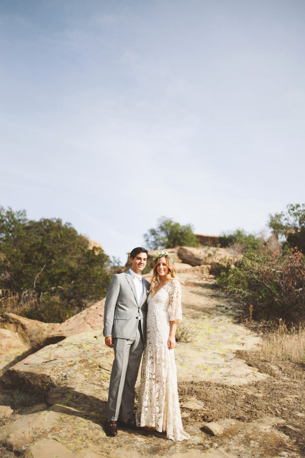 an-alpaca-almost-stole-the-spotlight-in-this-hummingbird-nest-ranch-wedding-11