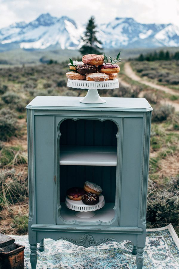 brunch-lovers-this-picnic-elopement-in-the-sawtooth-mountains-is-for-you-11