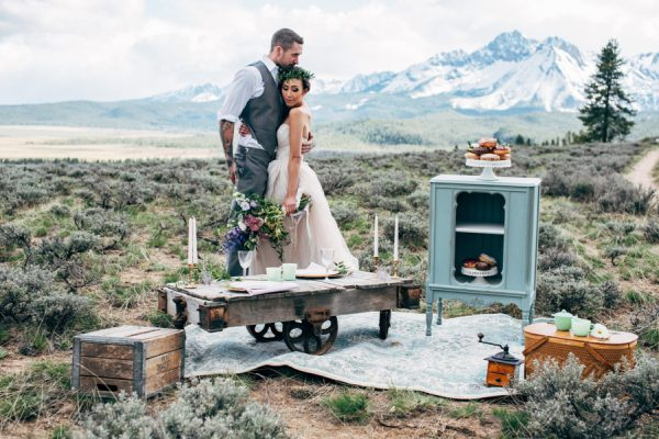 brunch-lovers-this-picnic-elopement-in-the-sawtooth-mountains-is-for-you-13