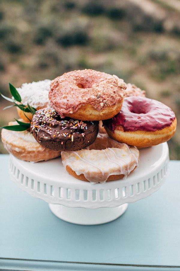 brunch-lovers-this-picnic-elopement-in-the-sawtooth-mountains-is-for-you-14