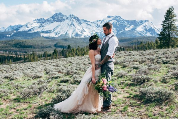 brunch-lovers-this-picnic-elopement-in-the-sawtooth-mountains-is-for-you-6