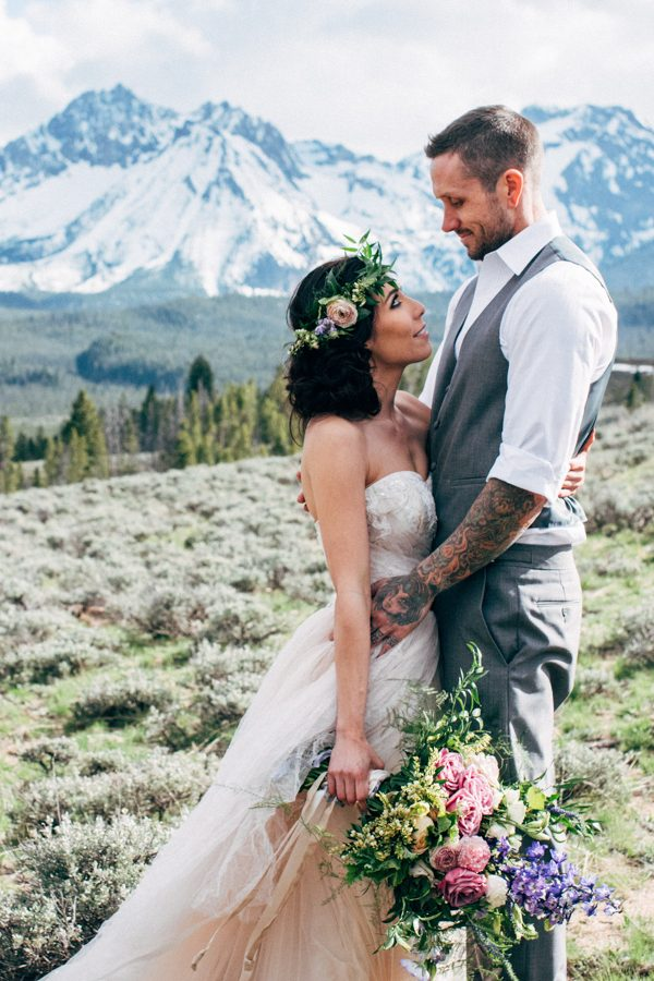 brunch-lovers-this-picnic-elopement-in-the-sawtooth-mountains-is-for-you-7