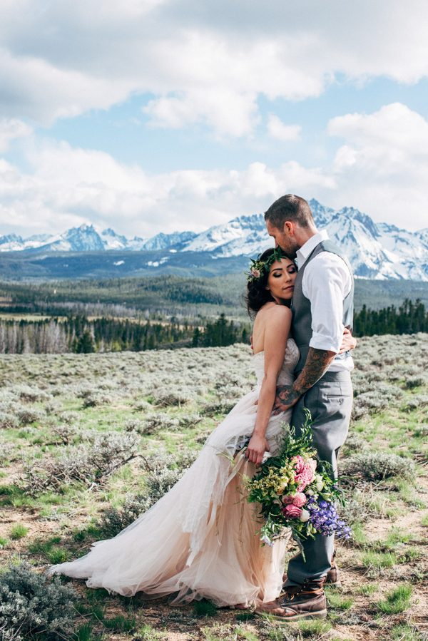 brunch-lovers-this-picnic-elopement-in-the-sawtooth-mountains-is-for-you-8