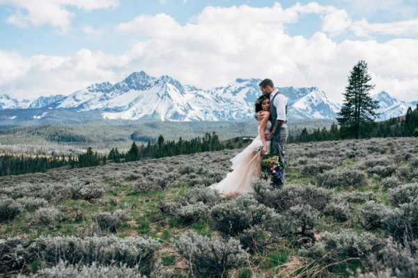 brunch-lovers-this-picnic-elopement-in-the-sawtooth-mountains-is-for-you-9