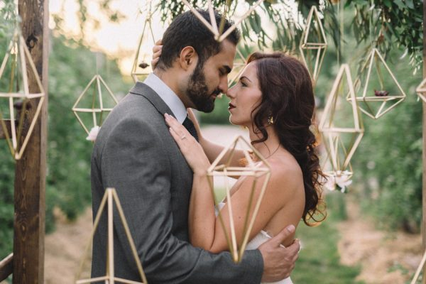 find-your-geometric-wedding-inspiration-in-this-candlelit-elopement-16