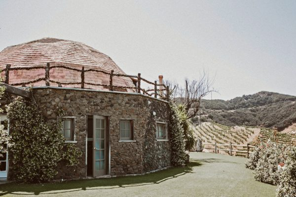 floral-and-feminine-malibu-wedding-at-saddlerock-ranch-1