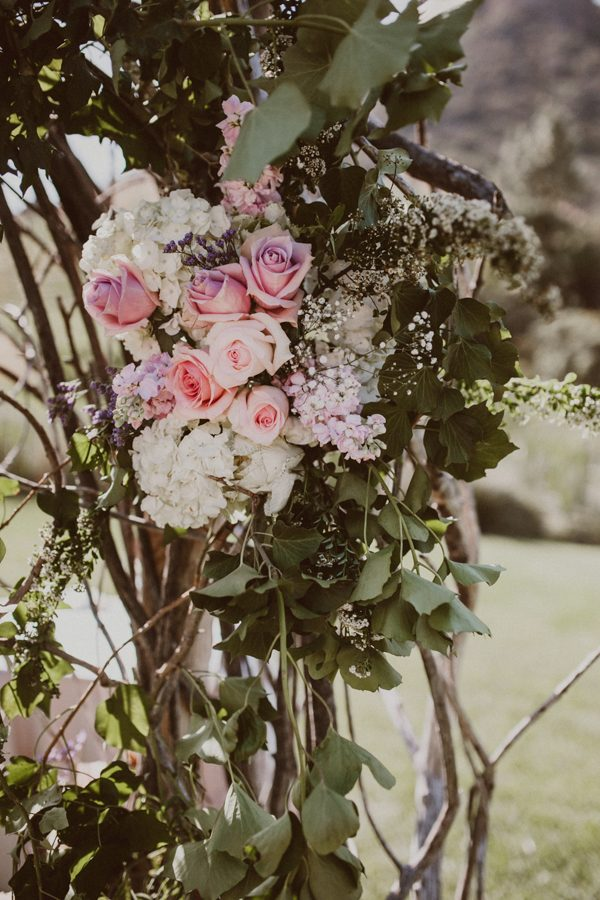 floral-and-feminine-malibu-wedding-at-saddlerock-ranch-14