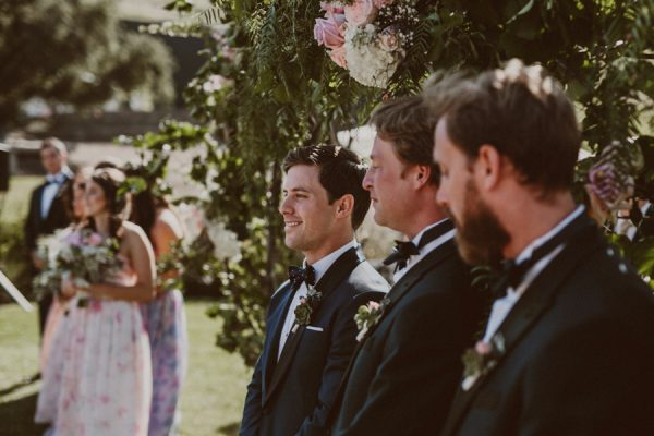 floral-and-feminine-malibu-wedding-at-saddlerock-ranch-16