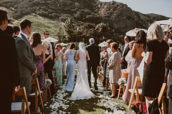 floral-and-feminine-malibu-wedding-at-saddlerock-ranch-17