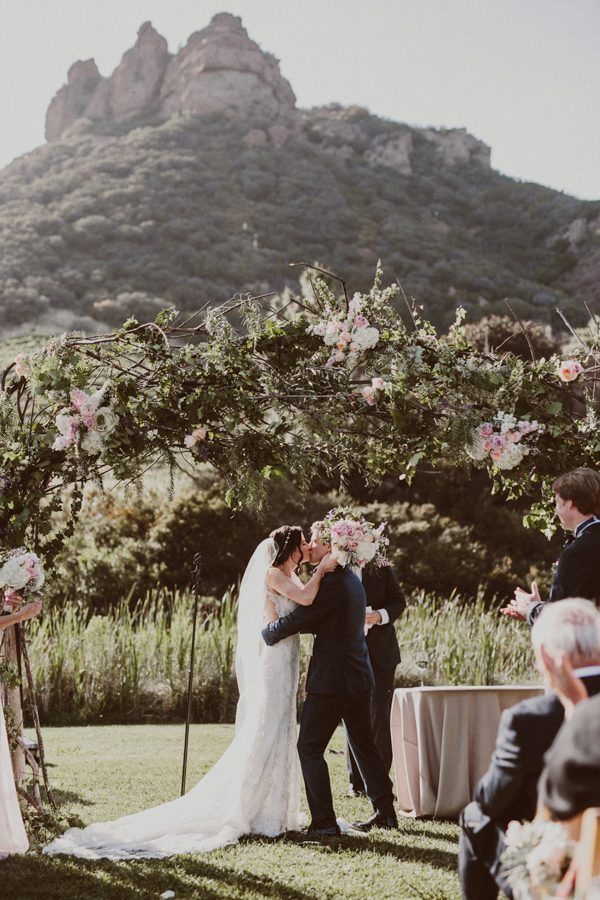 floral-and-feminine-malibu-wedding-at-saddlerock-ranch-21