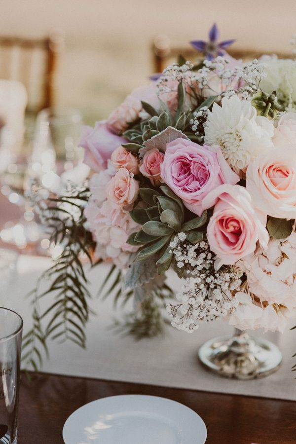 floral-and-feminine-malibu-wedding-at-saddlerock-ranch-25