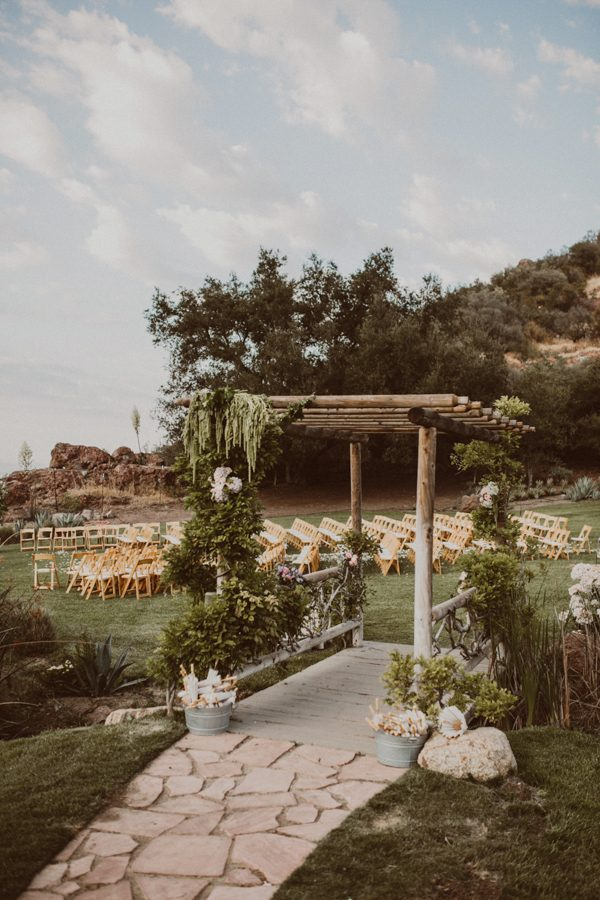 floral-and-feminine-malibu-wedding-at-saddlerock-ranch-38