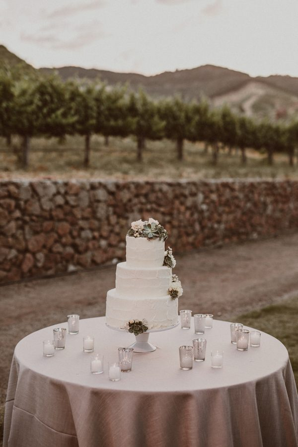 floral-and-feminine-malibu-wedding-at-saddlerock-ranch-48