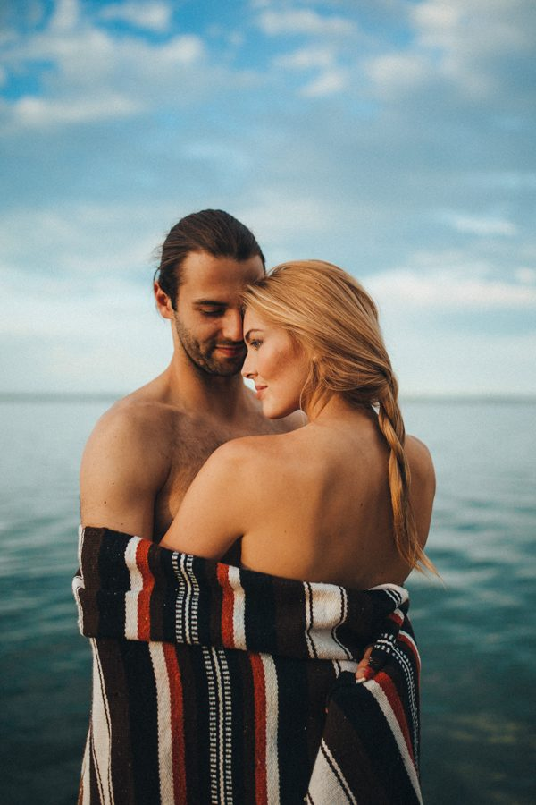 from-the-cabin-to-the-dock-this-pigeon-lake-engagement-is-both-cozy-and-hot-27