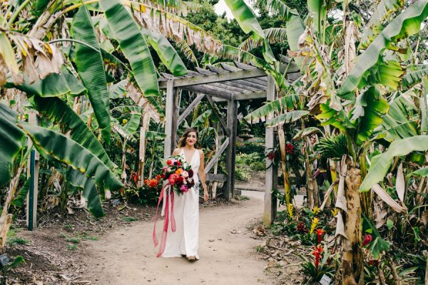 stylish and colorful california wedding at the san - San Diego Botanic Garden