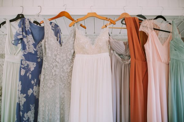 this-maine-barn-wedding-serves-up-muted-colors-and-a-bit-of-edge-1