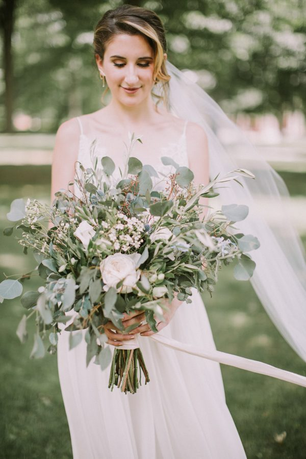 this-maine-barn-wedding-serves-up-muted-colors-and-a-bit-of-edge-12