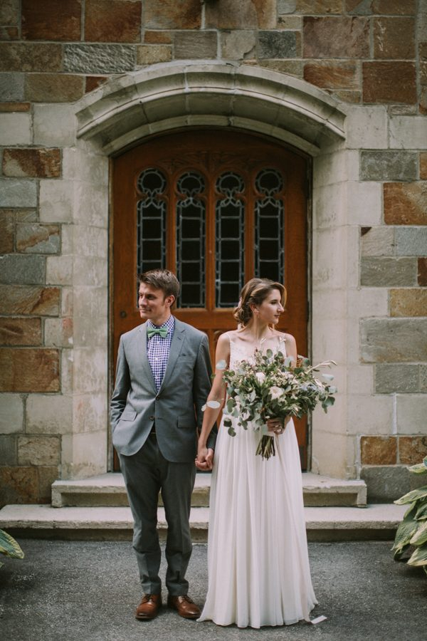 this-maine-barn-wedding-serves-up-muted-colors-and-a-bit-of-edge-14