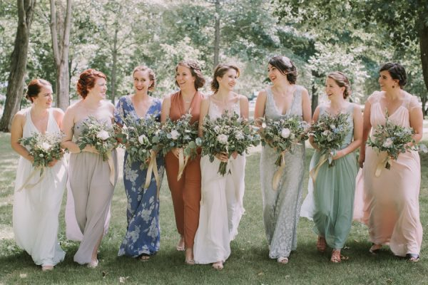 this-maine-barn-wedding-serves-up-muted-colors-and-a-bit-of-edge-15