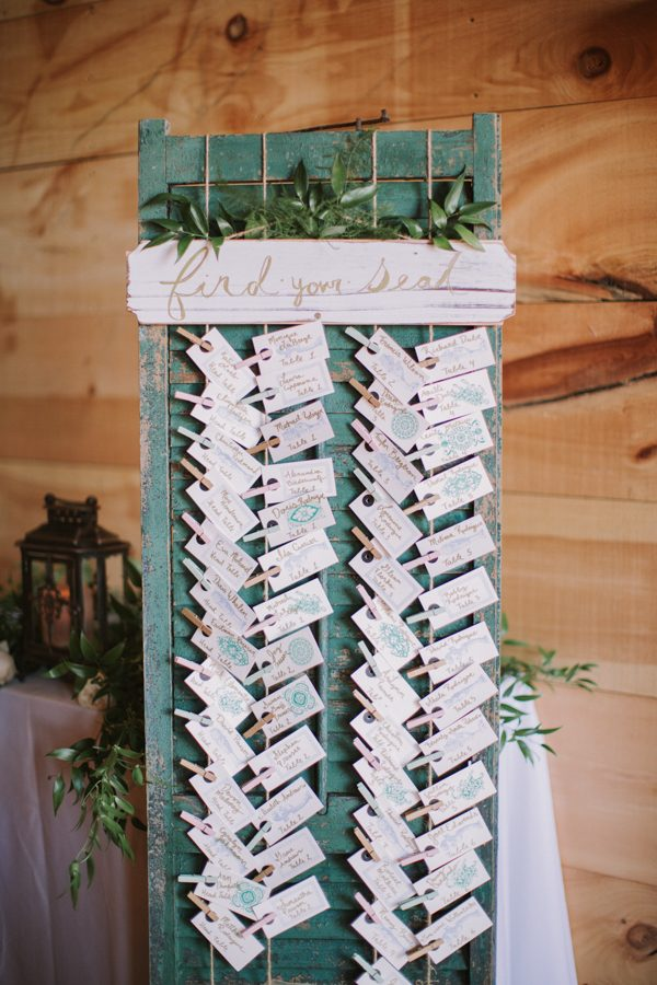 this-maine-barn-wedding-serves-up-muted-colors-and-a-bit-of-edge-17