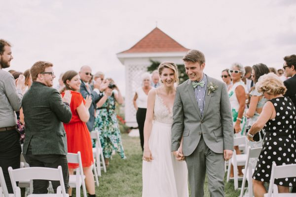 this-maine-barn-wedding-serves-up-muted-colors-and-a-bit-of-edge-25