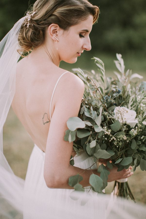 this-maine-barn-wedding-serves-up-muted-colors-and-a-bit-of-edge-35