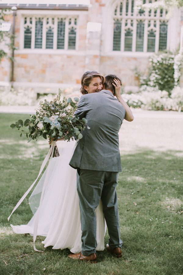 this-maine-barn-wedding-serves-up-muted-colors-and-a-bit-of-edge-9