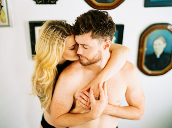 this-nashville-musician-and-his-sweetheart-got-comfy-for-a-photo-shoot-at-home-24