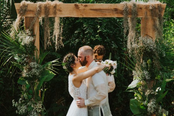 this-new-smyrna-beach-wedding-is-the-epitome-of-easygoing-tropical-florida-spirit-18