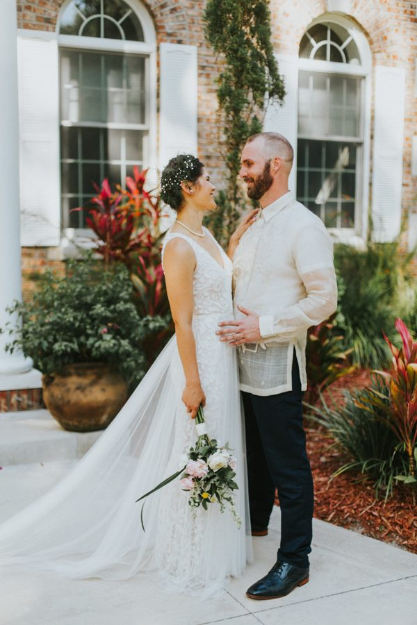 This New Smyrna Beach Wedding Is The Epitome Of Easygoing Tropical Florida Spirit Junebug Weddings