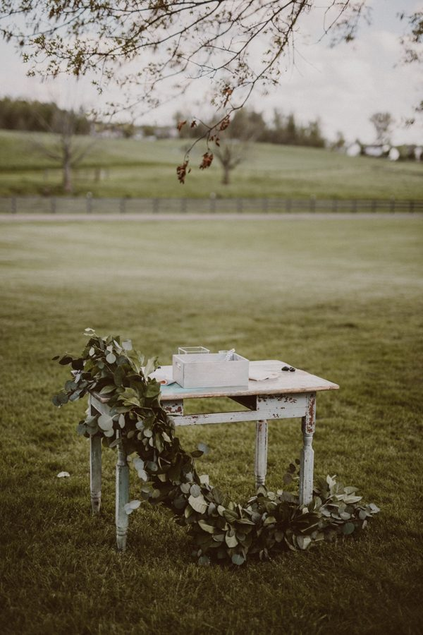 this-ohio-wedding-proves-that-combining-your-favorite-things-can-be-incredibly-chic-12