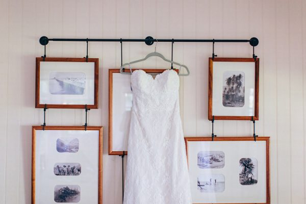 this-olowalu-plantation-house-wedding-marries-hawaiian-tradition-and-new-england-charm-1