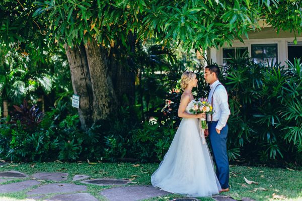 this-olowalu-plantation-house-wedding-marries-hawaiian-tradition-and-new-england-charm-14