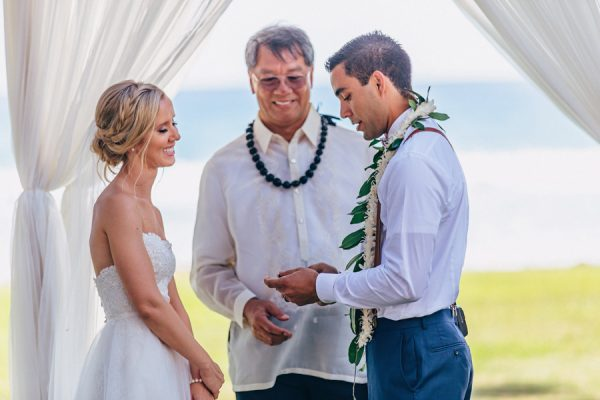 this-olowalu-plantation-house-wedding-marries-hawaiian-tradition-and-new-england-charm-35