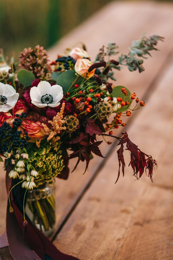 this-romanian-wedding-has-all-the-autumn-decor-inspiration-you-need-31
