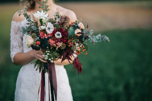 this-romanian-wedding-has-all-the-autumn-decor-inspiration-you-need-35
