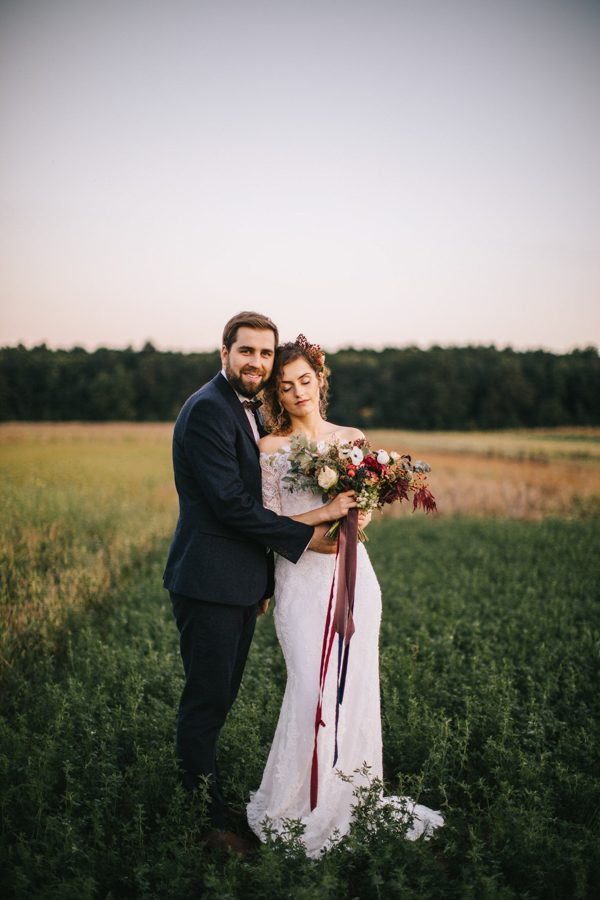 this-romanian-wedding-has-all-the-autumn-decor-inspiration-you-need-38