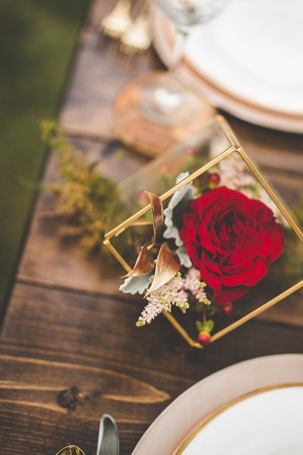this-wedding-inspiration-proves-that-gold-blush-and-red-is-the-most-romantic-color-palette-1