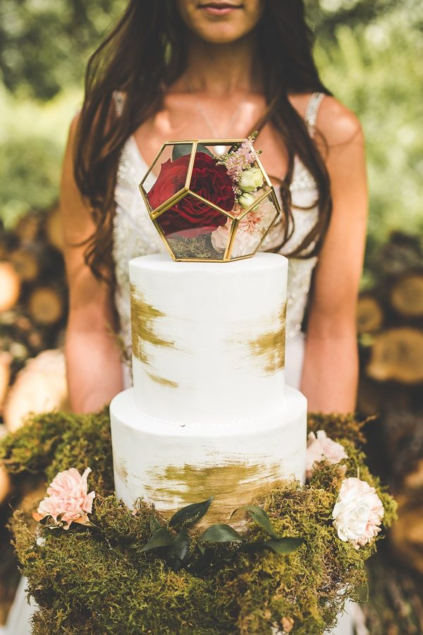 this-wedding-inspiration-proves-that-gold-blush-and-red-is-the-most-romantic-color-palette-19