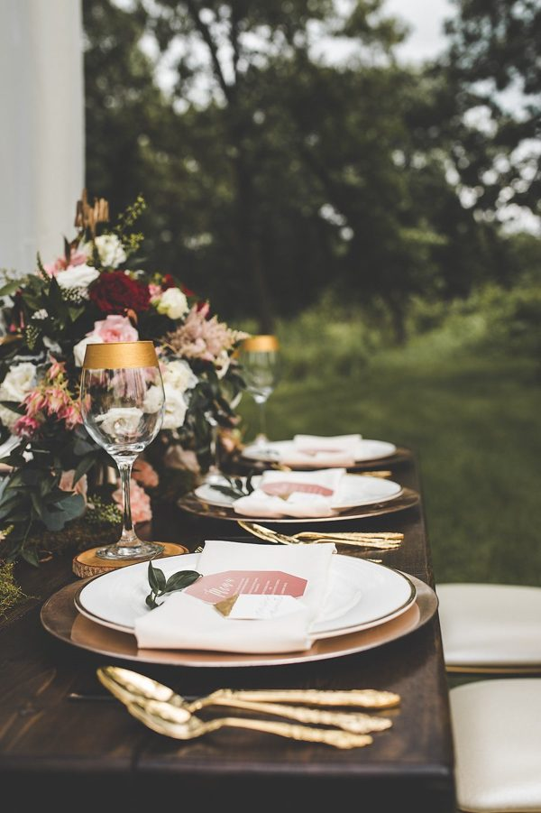 this-wedding-inspiration-proves-that-gold-blush-and-red-is-the-most-romantic-color-palette-6