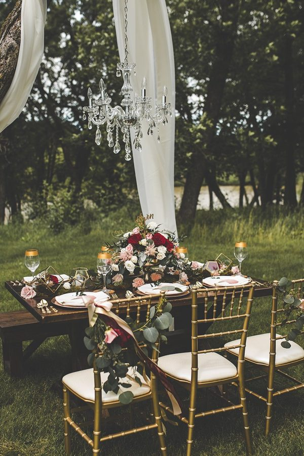 this-wedding-inspiration-proves-that-gold-blush-and-red-is-the-most-romantic-color-palette-7