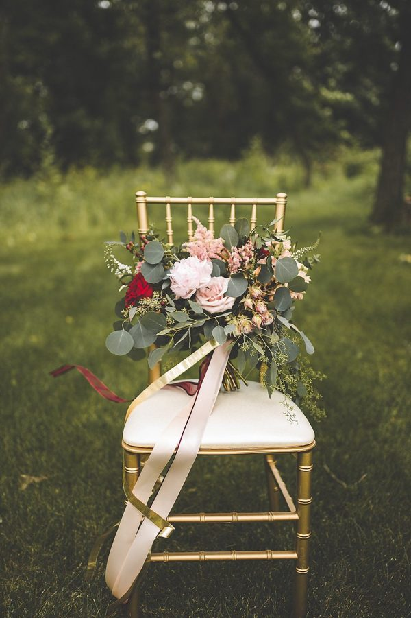 this-wedding-inspiration-proves-that-gold-blush-and-red-is-the-most-romantic-color-palette-8