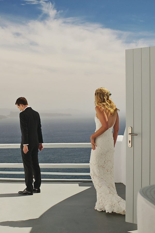 we-love-the-reason-why-this-couple-chose-santorini-for-their-destination-wedding-23