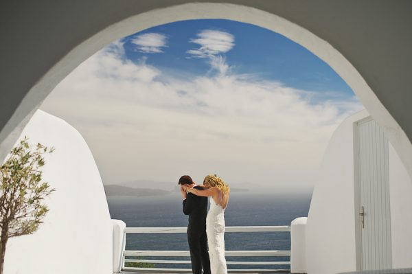 we-love-the-reason-why-this-couple-chose-santorini-for-their-destination-wedding-24