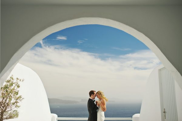 we-love-the-reason-why-this-couple-chose-santorini-for-their-destination-wedding-26