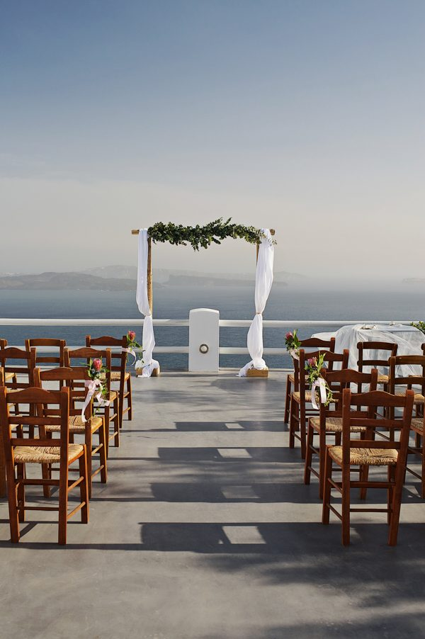 we-love-the-reason-why-this-couple-chose-santorini-for-their-destination-wedding-36