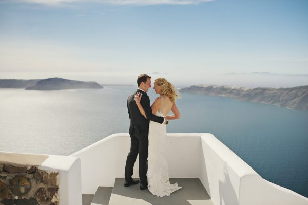 we-love-the-reason-why-this-couple-chose-santorini-for-their-destination-wedding-4